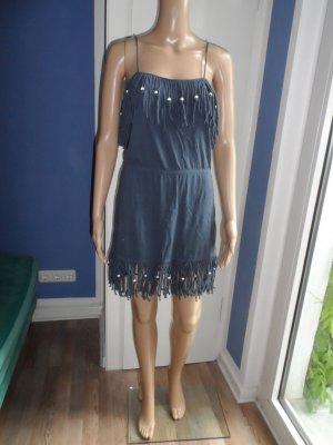 Mittellanges, dunkelblaues Kleid mit Fransen und Perlen