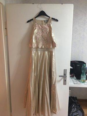 Mittellanges metallic rosegold Kleid