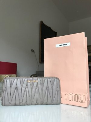 Miu Miu Matelasse Portemonnaie