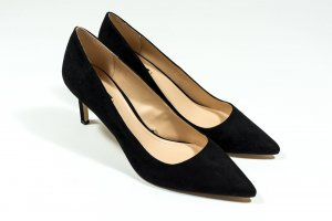 MNG - Mango Pumps in schwarzem Velourleder Gr. 40