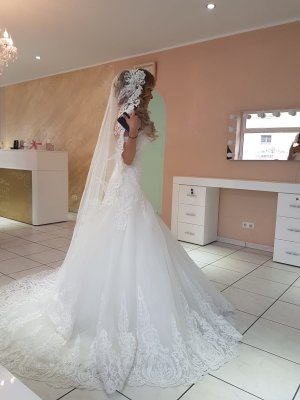 Model 2019 Brautkleid