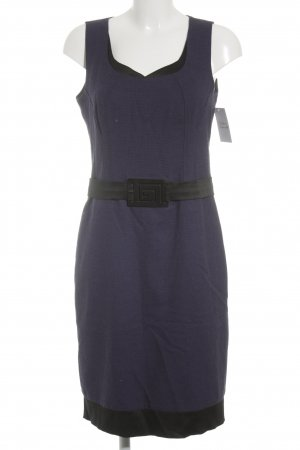 Modern line Robe de cocktail violet foncé-noir élégant