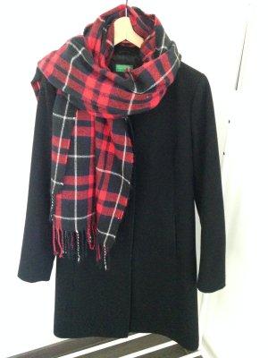 Modern schwarzer Mantel