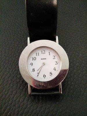 Modern und klassisch: Uhr von Alessi in silber mit schwarzem Lederarmband und Kette