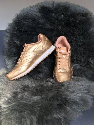 moderne goldene Sneaker