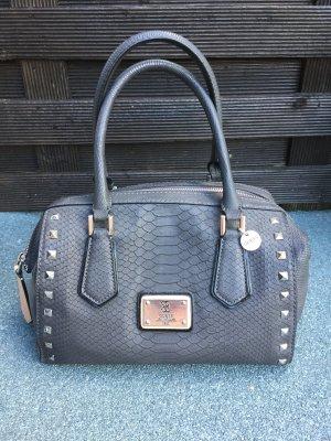 moderne graue Guess Handtasche mit silbernen Nieten