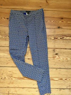 Moderne Hose mit seitlichen Taschen
