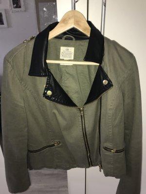 Moderne Jacke für den Frühling