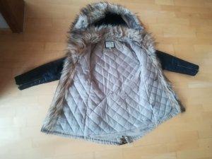 Moderne Neuwertige Jacke viele Details ❣️