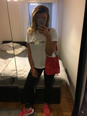 moderne rote Beutel Tasche mit gold