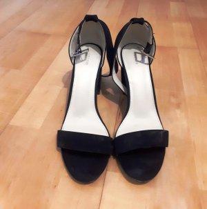 Moderne Sandaletten in schwarz