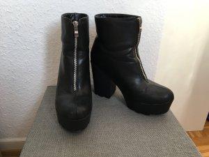 moderne Stiefelette schwarz mit silber Reißverschluss