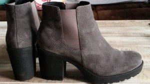 Moderne Stiefeletten von Invito mit Plateau-Absatz, Chelsea Boots