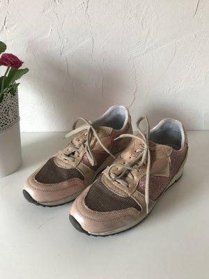 Moderne und sehr bequeme Sneaker