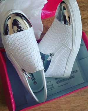 moderne weiße Sneakers