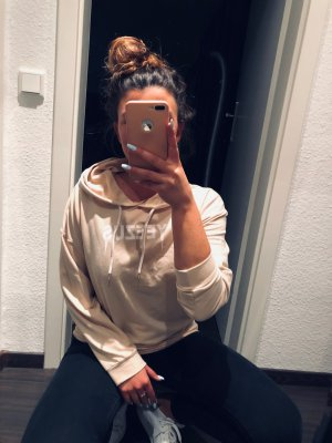 Maglione con cappuccio beige-beige chiaro