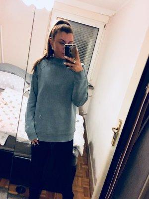 moderner blauer oversize Pullover