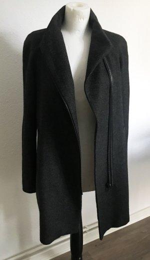 Moderner grauer Mango Mantel mit seitlichem Reißverschluss