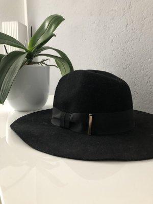 Moderner Hut