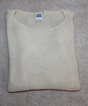 Moderner Pullover aus Strick