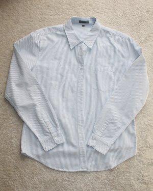 Modernes Hemd in blau weiß gestreift