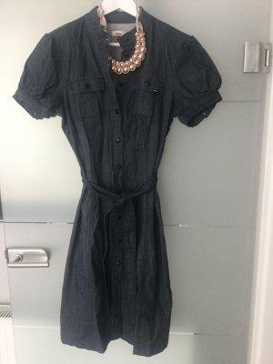 Modernes Jeanskleid blau schwarz