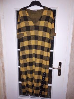 Modernes Karo-Kleid