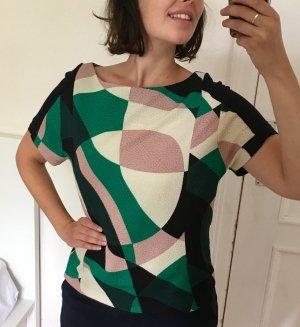 Modernes Shirt mit geometrischem Muster