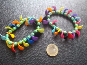 Modeschmuck 2x Armbänder Perlen bunt Kunststoff