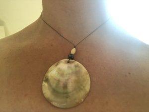 Softwalk Handmade Shell Necklace cream-sage green