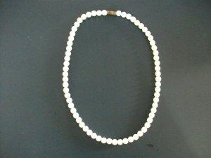 Modeschmuck Perlen Kette, Länge 39cm, rein weiß - NEU