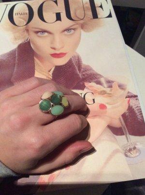 Modeschmuck - Ring in verschiedenen grünen Nuancen