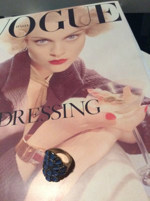 Modeschmuck - Ring mit blauem Design