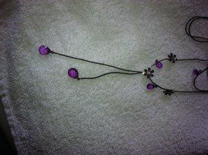 Collar negro-violeta oscuro