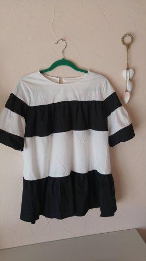 modische bluse im schwarzweiß look