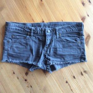 Modische Hotpants mit tiefem Bund