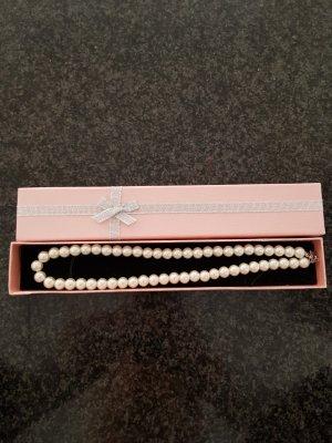 Pearl Necklace cream