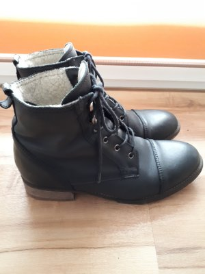 Kiomi Lace-up Boots black leather