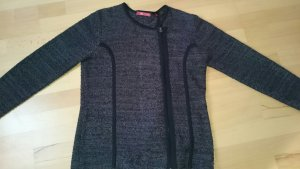 Modische Strickjacke