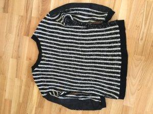 Modischer gestrickter Pullover