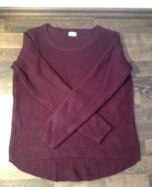 Modischer Pullover in der Farbe der Saison