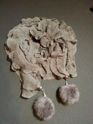 Modischer Schal mit Fell Bommel