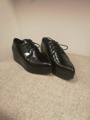 modischer Schuh mit plateauabsatz