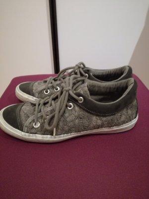 modischer Sneaker !!
