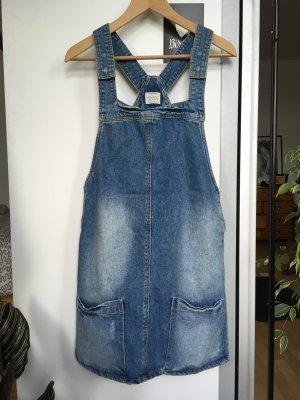 Modisches Jeanskleid