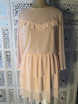 Modisches Kleid mit Stufenrock