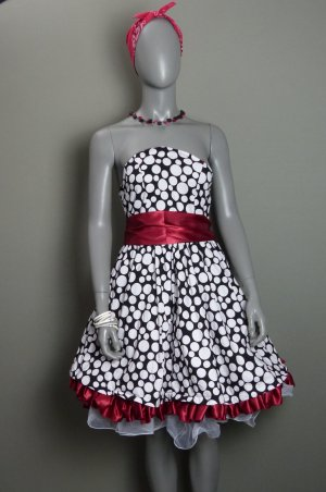 modisches Polka dots kleid