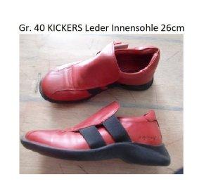 Modisches Rot: Gr. 40 Kickers, flach, bequem, gepflegter Zustand Leder (Innensohle 26cm) PS: Habe noch ein paar wenige andere Schuhe die endlich mal wieder getragen werden möchten.... Kleidung und Taschen auch