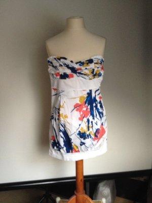 Modisches Sommer-Brustierkleid