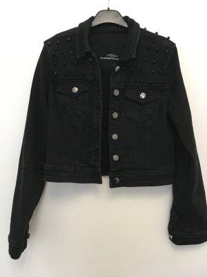 Mötivi kurze schwarze Jeansjacke mit Steinen